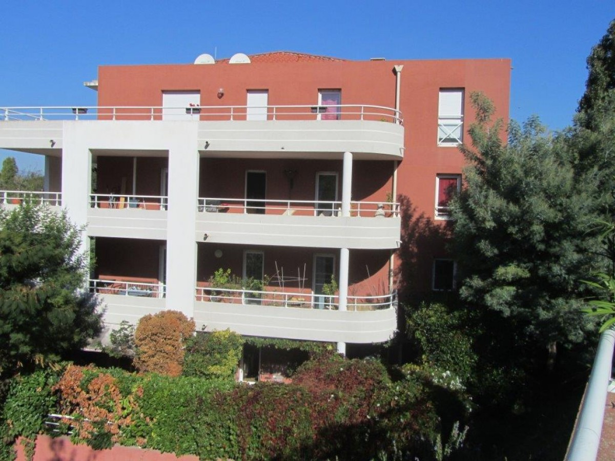 scp kieffer monasse appartement de deux pi ces 33 m avec parking libre d occupation a vallauris. Black Bedroom Furniture Sets. Home Design Ideas